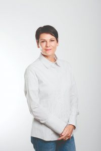 ELAINE SCHLECHTER